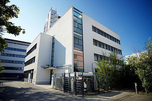 Foto des HRZ-Gebäudes im TGS - @ HTW Berlin / Torsten Rack